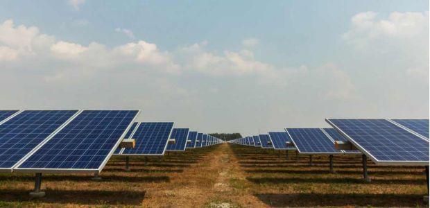 Με τροπολογία στη Βουλή δίνεται 6μηνη παράταση ταρίφας στα «μικρά» φωτοβολταϊκά – 10μηνη παράταση και για έργα ΑΠΕ από διαγωνισμό